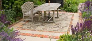 mike-harvey-gardens-reclaimed-brick-and-paving-patio-design